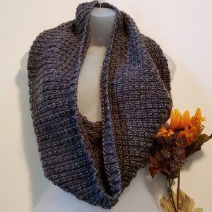 H&M Chunky Knit Infiniti Scarf